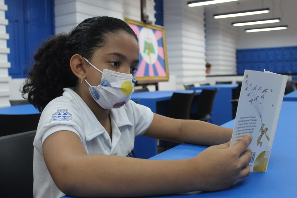 Colégio das Neves reinaugura biblioteca com projeto inovador