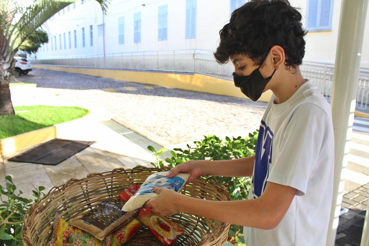 Colégio das Neves e Paróquia São Pedro Apóstolo seguem recebendo doações para ajudar famílias afetadas pela pandemia